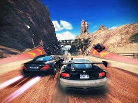 《狂野飙车8:极速凌云》
