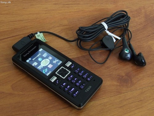索尼爱立信T系列新款手机T250-索尼爱立信新品T250真机精美图片欣赏