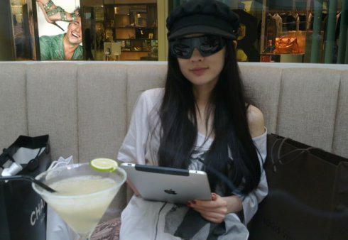 [花边]清纯美女霍思燕用苹果ipad支持阿根廷